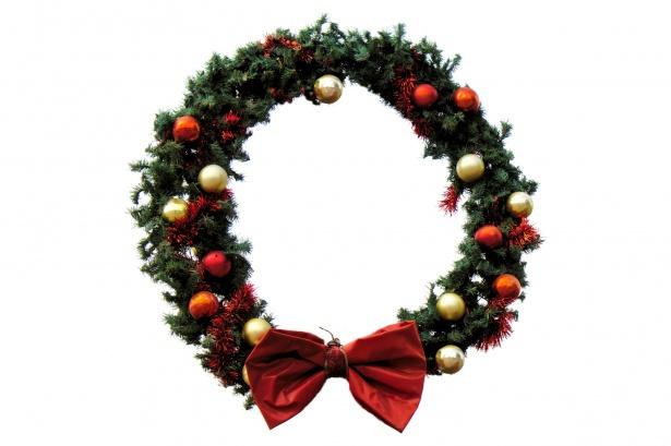christmas-wreath-on-white-backgroun